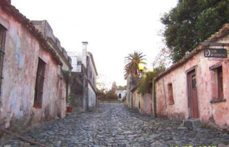 Colonia..Uruguay...quien conoce?-http://viajes.elpais.com.uy/images/stories/uruguay/calle-de-los-suspiros.jpg