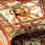 Antiguas catacumbas y el rostro de Jesús