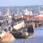 Asombrosa isla de chatarra en la bahía de Montevideo