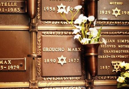 «Disculpe-que-no-me-levante»-La-leyenda-urbana-sobre-el-epitafio-de-Groucho-Marx