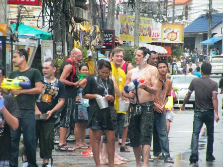 1-songkran-phuket-09-(21)-701552
