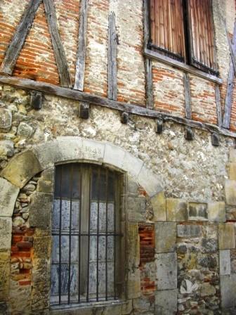 11-edificio-tipico-de-castres