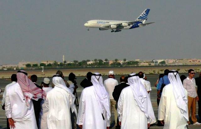 1200px-A380_in_Dubai_on_13_November_2007