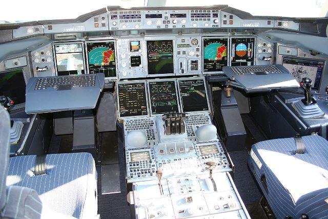 1200px-Airbus_A380_cockpit