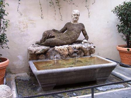 1200px-Roma-fontana_del_babuino