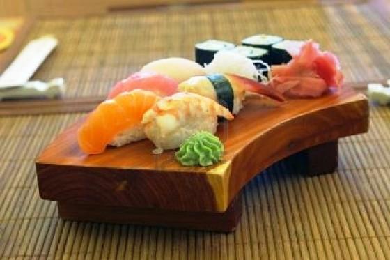 559910-interior-y-menu-de-restaurante-japones
