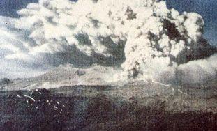 800px-Eruption_of_Puyehue,_1960