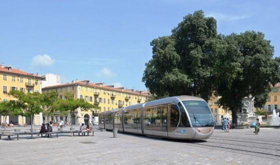 800px-Nice_tramway_place_Garibaldi