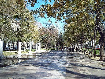 800px-Paseo_de_Recoletos_(Madrid)_02
