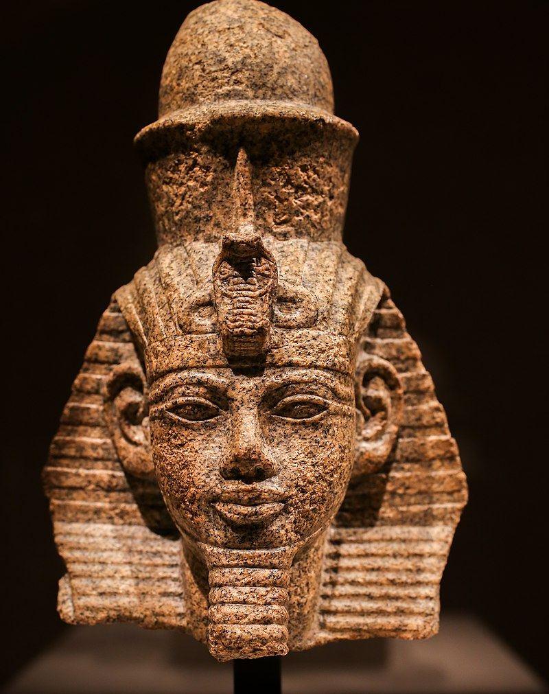 800px-Portrait_head_of_pharaoh_Amenhotep_III_with_nemes_and_double_crown_01