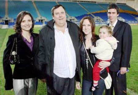 931876-clive-palmer-and-family