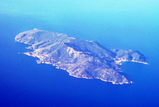 Aerial_view_of_Isola_del_Giglio,_2006-06-04