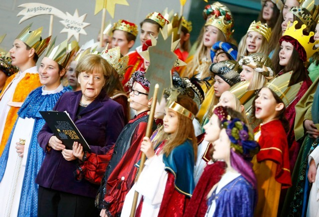 Alemania-Merkel-y-ninos-del-proyecto-Sternsinger.x70825