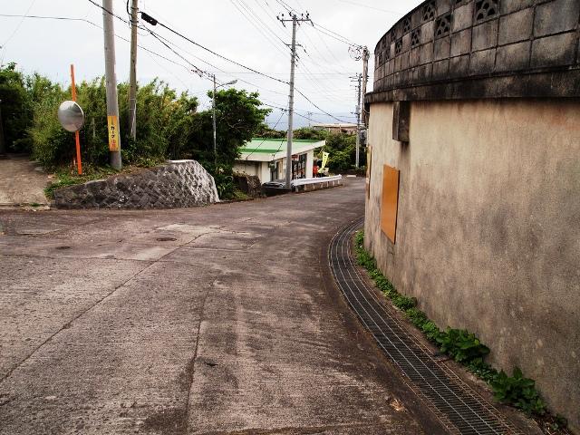 Aogashima_village_streets