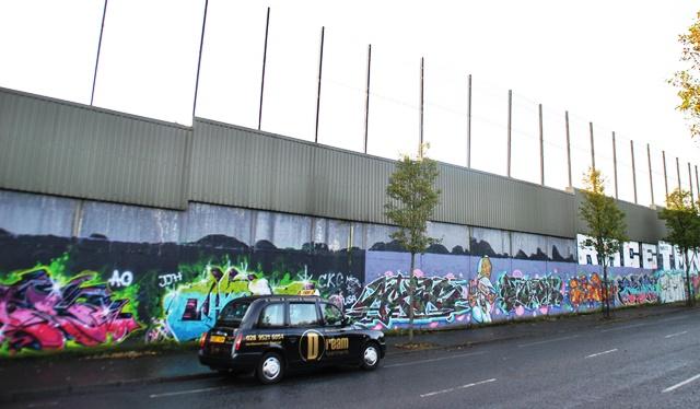 Belfast 9. Muros de división de la xiudad, hoy una galería dem urales al aire libre