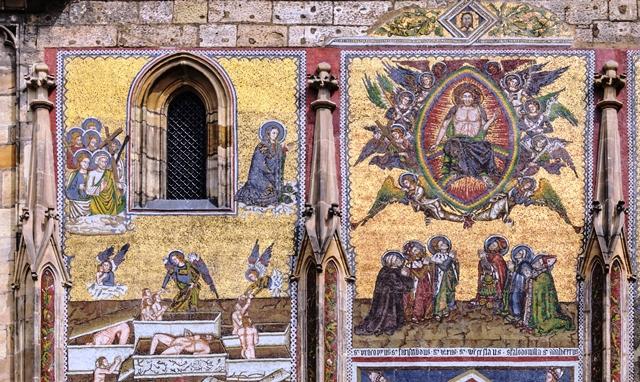 Mosaïque du Jugement dernier, façade sud de la cathédrale Saint-Guy de Prague (République tchèque)