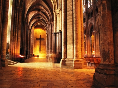 Chartres_cathedral_2870