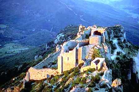 Chateau_de_Peyrepertuse_vu_de_San_Jordi