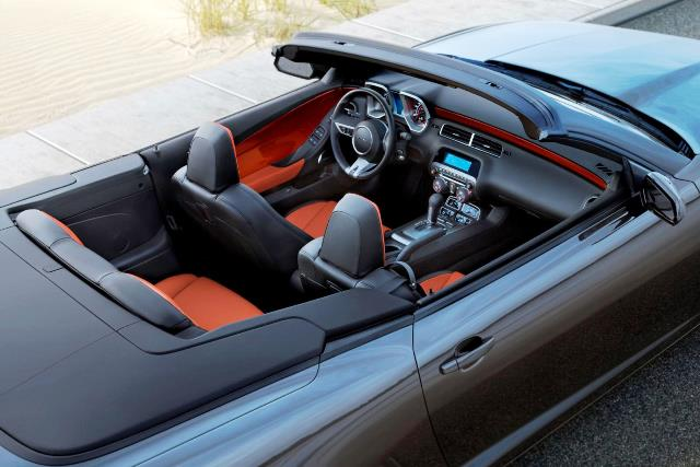 Chevrolet-Camaro-Convertible-2012-Interior