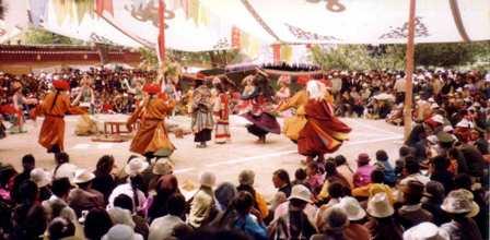 Dancing_at_Sho_Dun_Festival,_Norbulingka