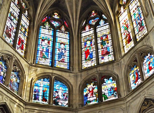 France,_Paris,_détail_des_vitraux_de_labside_de_léglise_Saint-Séverin