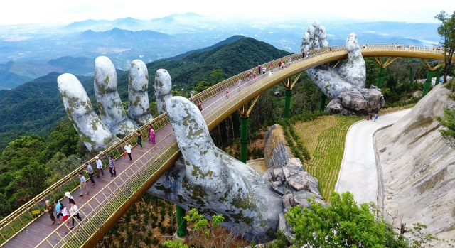 Golden-bridge-ba-na-hills-vietnam-1