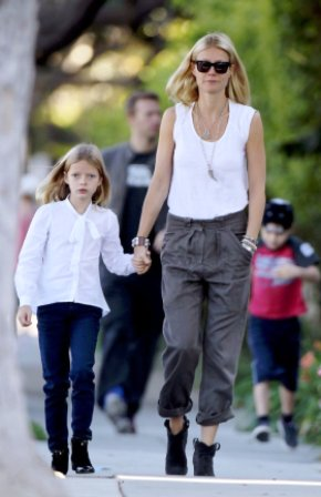 Gwyneth-Paltrow-Walking-School-Her-Kids-LA