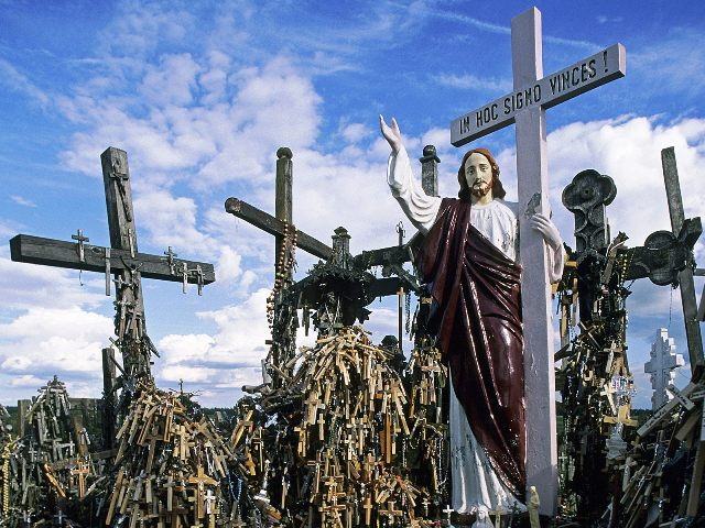 Hill_of_Crosses_Siauliai_Lithuania