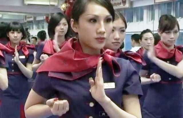 Kung-fu-air-hostesses