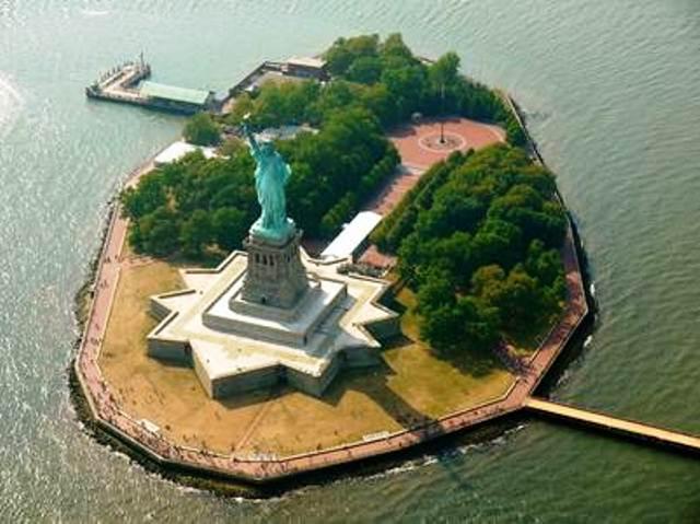 Liberty-Island-nuevo-detras-monumento_CLAIMA20161006_0268_17