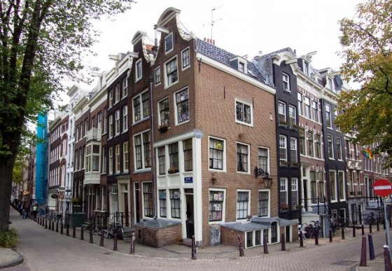 Las casas torcidas de amsterdam viajes for Casa amsterdam
