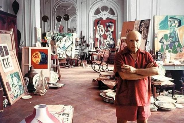 367288 01: ***EXCLUSIVE*** Portrait of artist Pablo Picasso September 11, 1956 in Cannes, France. (Photo by Arnold Newman/Getty Images)