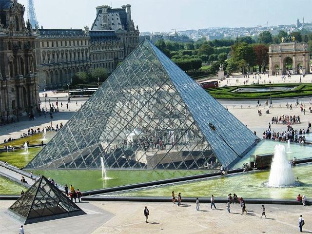 Piramide-del-Louvre