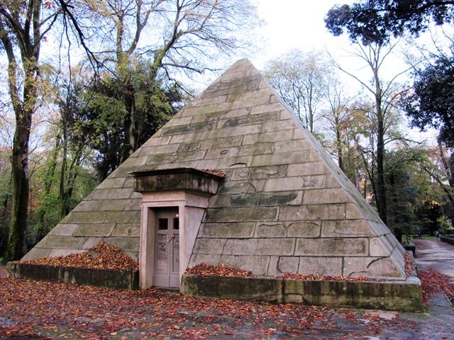 Piramide_delle_cascine_03