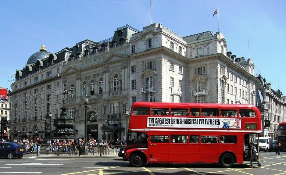 Routemaster_Bus,_Piccadilly_Circus