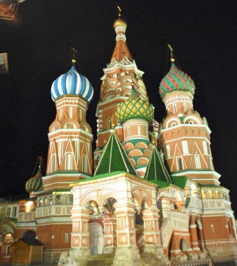 San Basilio de noche
