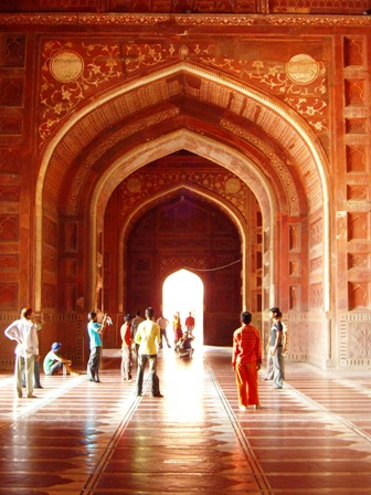 Taj_Mahal_Mosque,_interior,_Agra