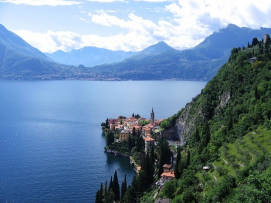 The-Shore-of-Lake-Como