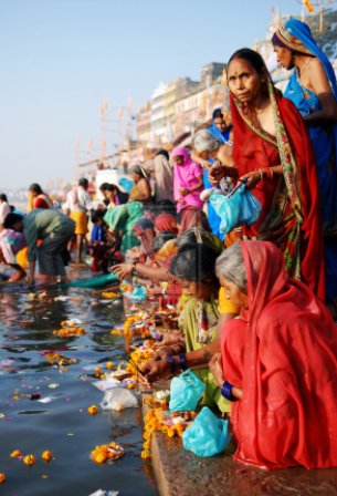 Varanasi_Ganges_River_india_by_phototheo