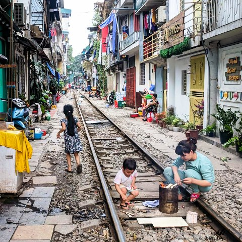 Vietnam-Hanoi-Train-Street-view-6-copy