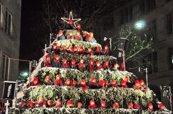 Werdmühleplatz_-_Singing_Christmas_Tree_2010-12-03_18-46-14