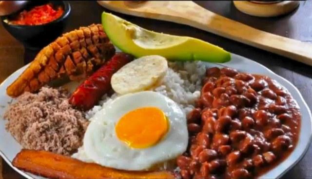 bandeja-paisa-colombiana