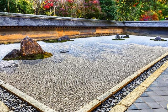 depositphotos_43474289-stock-photo-zen-rock-garden-in-ryoanji