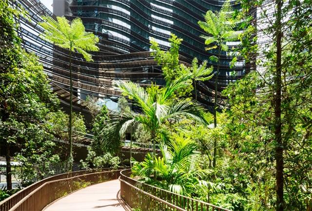 edifício-misto-possui-pequena-floresta-em-Cingapura-02