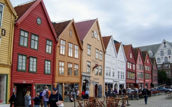 famous-bryggen-old-wooden-houses-date-from-1702-bergen-norway+1152_12856561664-tpfil02aw-19211