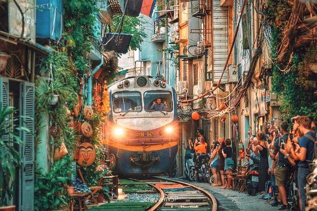 hanoi-train-street