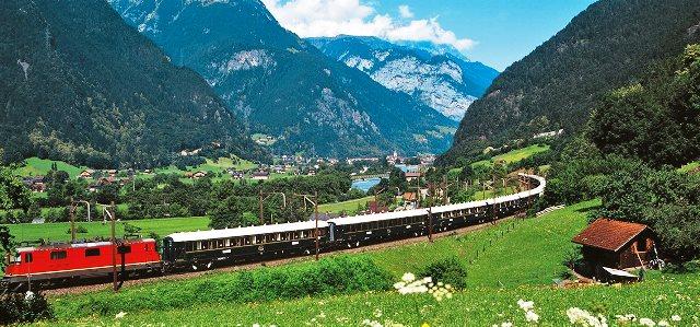 image_manager__travel-image_der_venice_simplon-orient-express_auf_dem_weg_durch_die_alpen_-_belmond_x