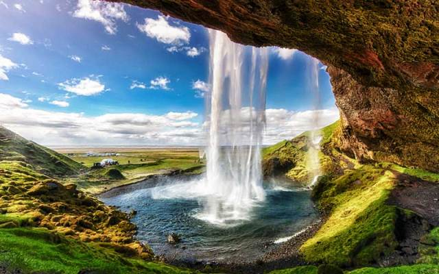 islandia-Seljalandsfoss-waterfall-in-Iceland-1