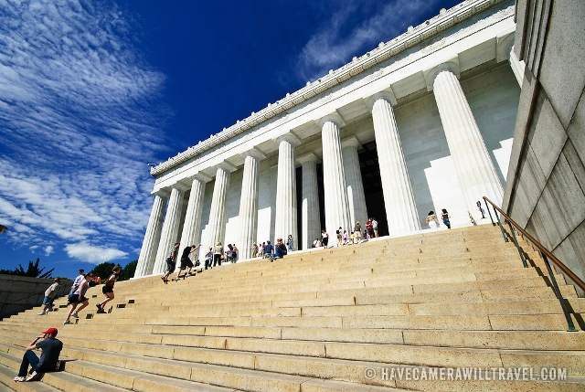 j203102542-tourists-on-lincoln-memorial-steps-lincoln-memorial-washington