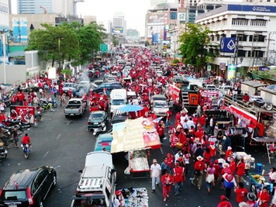 k.rol2007_-_redshirts_in_bangkok_15_May